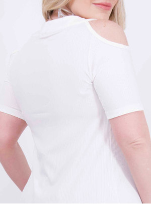 Blusa em Malha Canelada com Recortes nos Ombros