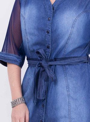Vestido em Jeans com Manga em Tule 3/4 e Amarração na Cintura