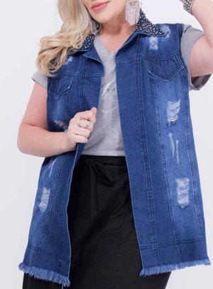 Colete em Jeans Destroyed com Bordado na Gola