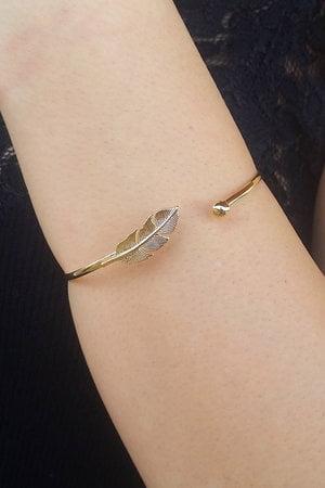 Bracelete pena dourado semijoia